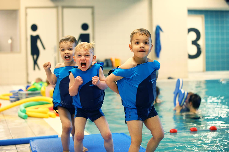 spelende kinderen, easyswim in zwembad Rodan